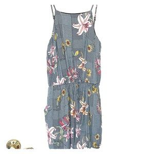 Floral romper with an inner lining AND pockets
